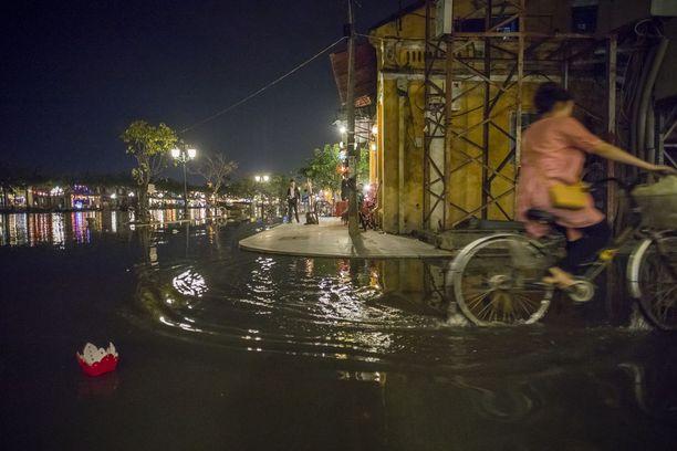 Hoi Anissa kärsittiin vakavista tulvista Apec-kokouksen aikaan. Merenpinnan nousu vaikuttaa muinaisen kaupungin arjessa.
