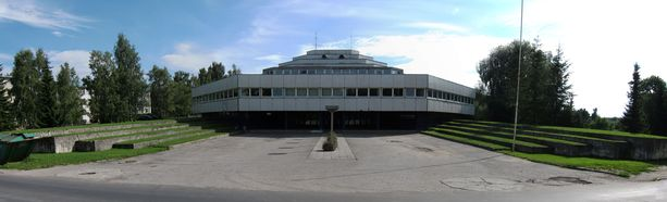 Okta Centrum on muodoltaan kahdeksankulmainen.