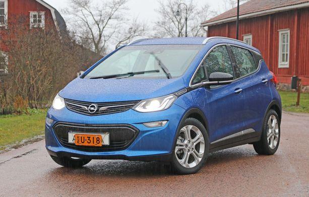 Opel e-Ampera on kätevä kokoinen, Astran ja Corsan välimaastoon, jäävä perheauto,