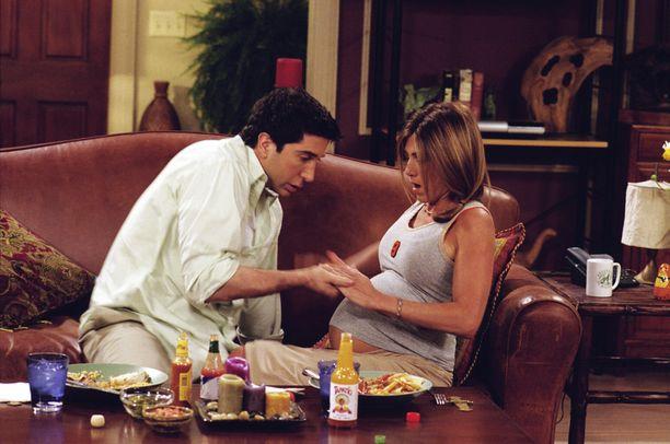 David Schwimmerin näyttelemä Ross ja Jennifer Anistonin näyttelemä Rachel saavat sarjassa tyttären.