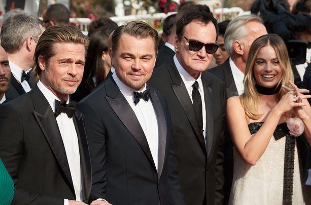Once Upon a Time in Hollywood -elokuvan päätekijät alkaen vasemmalta: Brad Pitt, Leonardo DiCaprio, ohjaaja-käsikirjoittaja Quentin Tarantino ja Margot Robbie.