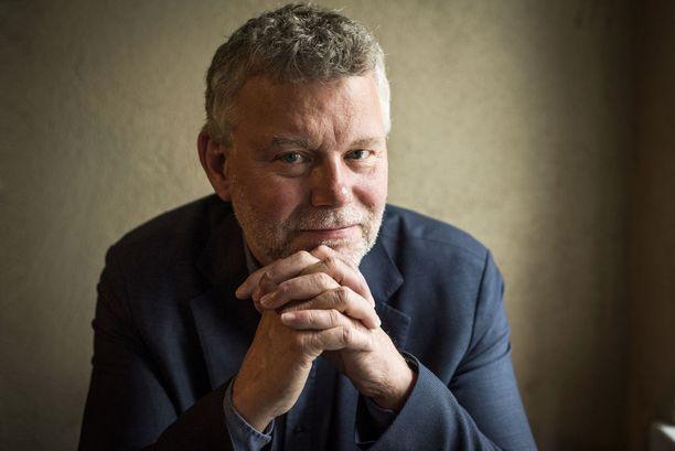 Kirjailija Jan Arnald eli Arne Dahlin teoksia on myyty yli neljä miljoonaa kappaletta.