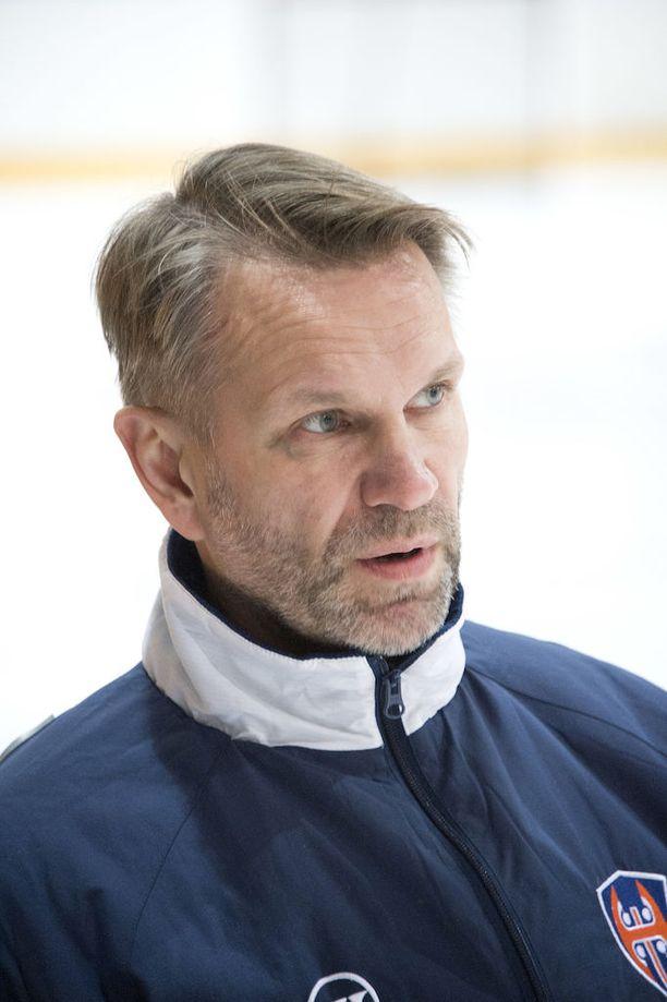 Petri Tuononen jalosti Harri Säteristä huippuvahdin.