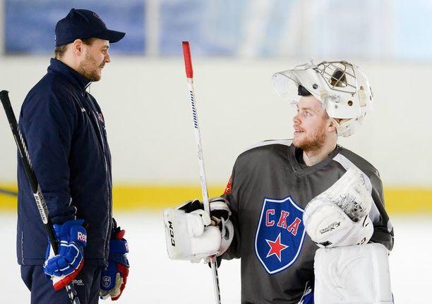 Marko Toreniuksen ja Mikko Koskisen yhteistyö alkoi kahdeksan vuotta sitten. Nyt he ovat KHL:n suurimman seuran Pietarin SKA:n suomalainen työpari.