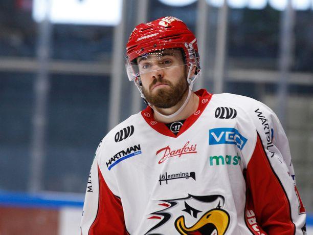 Simon Suoranta sai päähän kohdistuneesta taklauksesta kolmen ottelun pelikiellon.