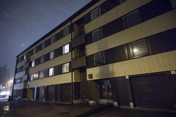 Traagisesti porraskäytävässä surmansa saanut veteraani asui aivan Nummelan keskustassa Hannankadulla.