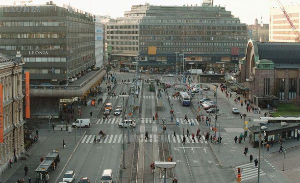 Jalankulkijoille sattuu eniten onnettomuuksia Kaivokadun suojatiellä rautatieaseman edessä.