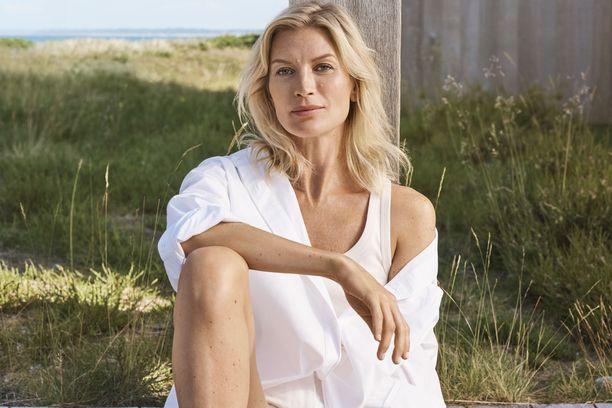 Lumene LUMO -ihonhoitosarjan kasvona toimii Niina Kurkinen.