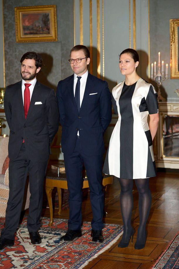 Prinssi Carl Philip, Daniel ja prinsessa Victoria olivat paikalla juhlavastaanotolla.