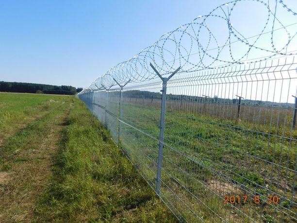 Kaksimetristä aitaa on tarkoitus rakentaa noin 45 kilometrin matkalle.