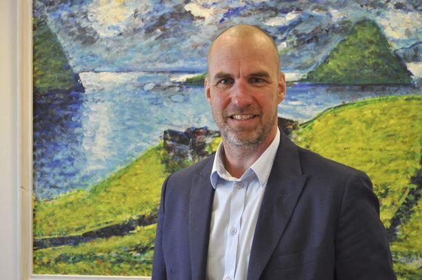 Ahvenanmaan opetus-, kulttuuri- ja urheiluministeri Tony Asumaa korostaa, että Ahvenanmaa on ja pysyy yksikielisenä.