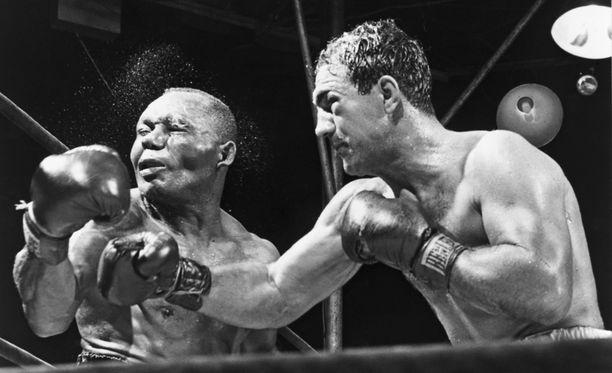Rocky Marciano (oikealla) on yksi nyrkkeilyn kaikkien aikojen suurista. Syyskuussa 1952 nyrkkiä maistoi Jersey Joe Walcott.
