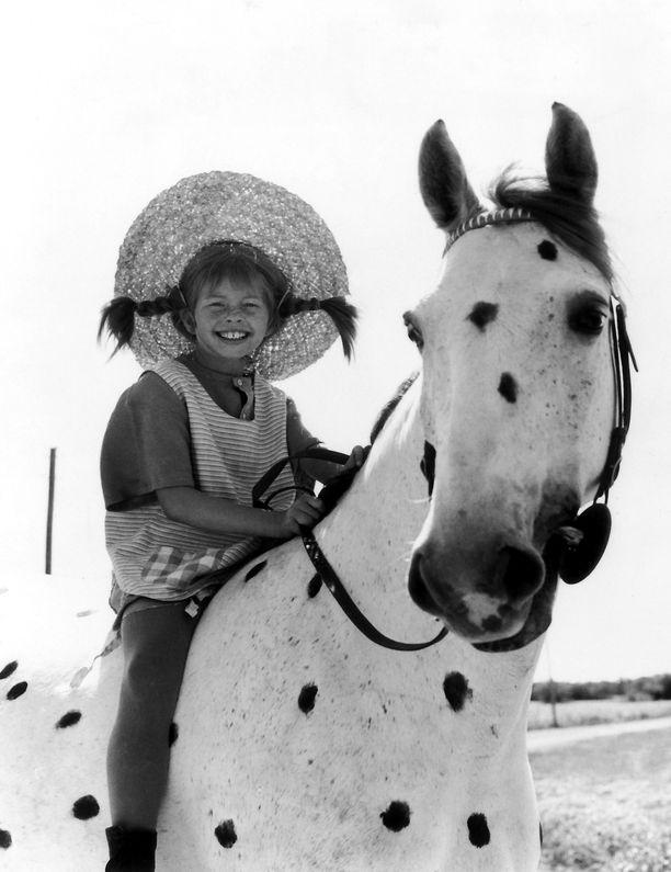 Ingrid Nilssonilla oli Pikku-Ukkoa esittäneen hevosen kanssa helpompaa kuin apinan kanssa.