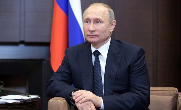 Venäjän presidentti Vladimir Putin sanoo, että hän voi todistaa, ettei Trump kertonut salaisuuksia Venäjän ulkoministerille.