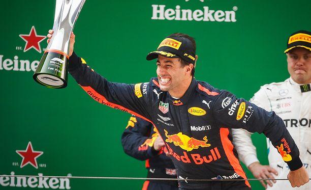 Daniel Ricciardo saattaa liikahtaa Red Bullilta kauden päätteeksi.