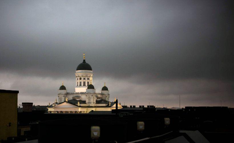 Tänään jyrisee ja salamoi - syksyinen sää saavuttaa pian Suomen