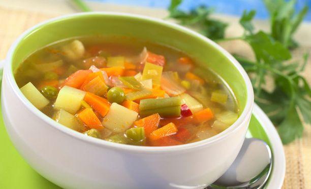 Vihannespitoinen alkupalakeitto tai -salaatti on hyväksi suolistolle.