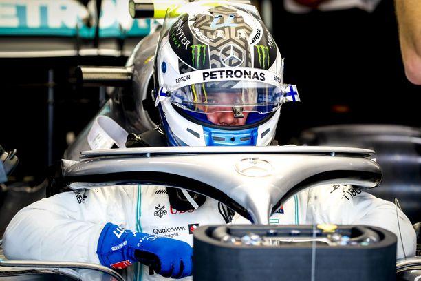 Valtteri Bottas ajoi Singaporen GP:n kakkostreenin varman päälle.