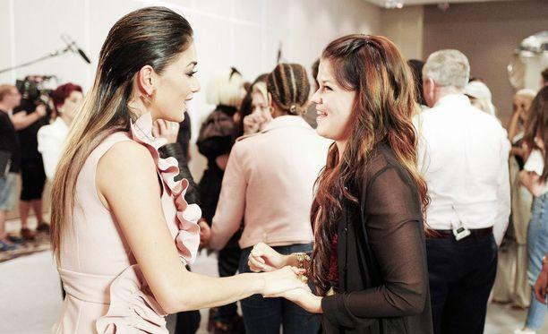Saara pääsi esiintymisensä jälkeen juttusille Nicole Scherzingerin kanssa.