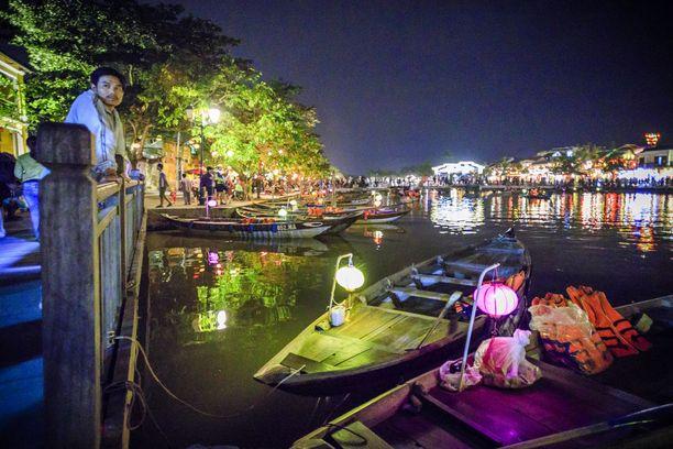 Romanttinen jokiristeily kuuluu Vietnamin-matkaan. Hinta ei päätä huimaa.