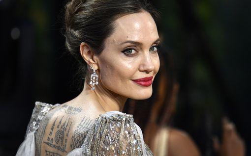 """Angelina Jolie: """"Uusi elokuva tuntui terapialta avioerossa"""""""