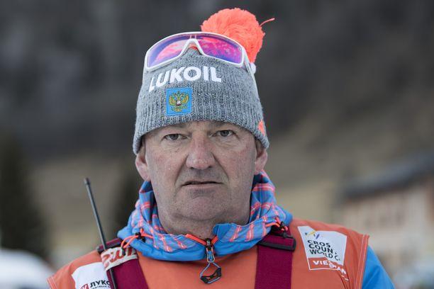 Saksalainen huippuluotsi Markus Cramer valmentaa venäläishiihtäjiä.