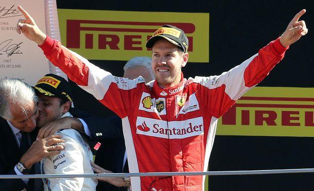 Sebastian Vettel kaipasi Kimi Räikköstä rinnalleen.
