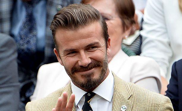 David Beckham haluaa Steven Gerrardin jatkavan maajoukkueessa.