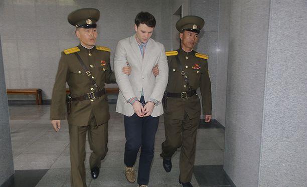Otto Warmbier pidätettiin, kun hän oli varastanut Pohjois-Koreassa hotellin seinältä propagandajulisteen.