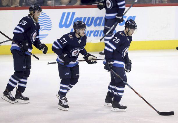 Patrik Laine (29), Nikolaj Ehlers ja Paul Stastny muodostavat Jetsin kakkosketjun.