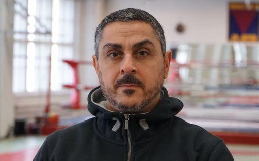 Arman Alizad kiitti remontilla kamppailulajimestari Auvo Niiniketoa - upea lopputulos
