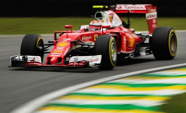 Kimi Räikkönen ajoi kolmantena ennen keskeytystään.