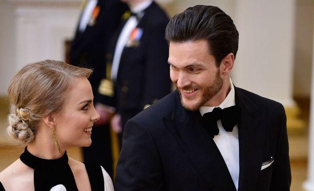 Onnellinen pariskunta edusti Linnan juhlissa vuonna 2015.