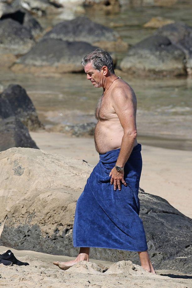 Pierce lomailee vaimonsa kanssa usein Havaijilla, joka on heille rakas kohde.
