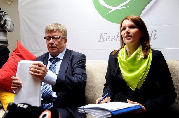 Keskustan puoluesihteeri Timo Laaninen ja puheenjohtaja, pääministeri Mari Kiviniemi.