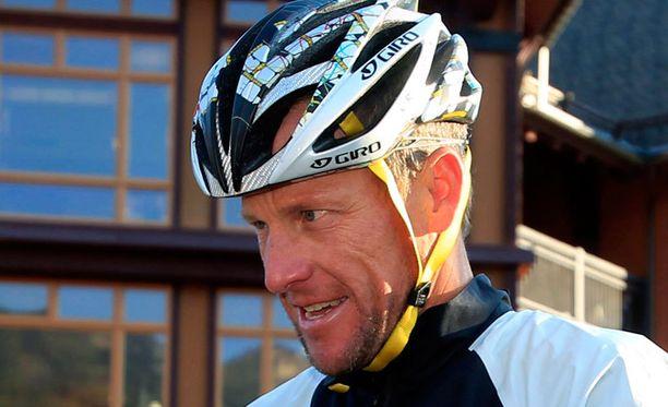 Lance Armstrong on kovassa pyörityksessä.