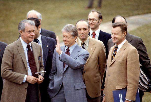 Jimmy Carter neuvonantajiensa ympäröimänä vuonna 1979.