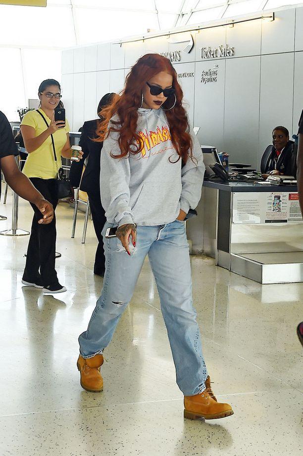 Rihannan rento hupparityyli syntyy boyfriend-farkuilla ja rouheilla maihareilla.