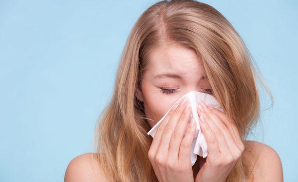 Flunssapotilaan kannattaa aloittaa imeskelytablettien käyttö heti flunssan alettua.