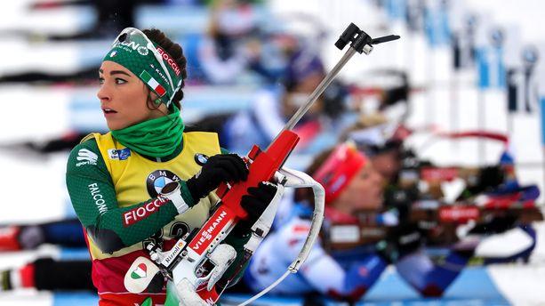 Maailmancupia johtava Dorothea Wierer kaatui kesken kilpailun Oberhofissa.