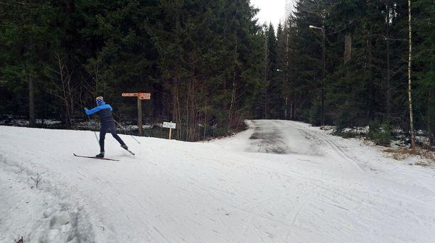 Antti Jämsén kertoo, että sai 10 kilometrin hiihtolenkkinsä jälkeen sydäninfarktin. Oireet alkoivat pahoinvoinnilla. Kuvituskuva.