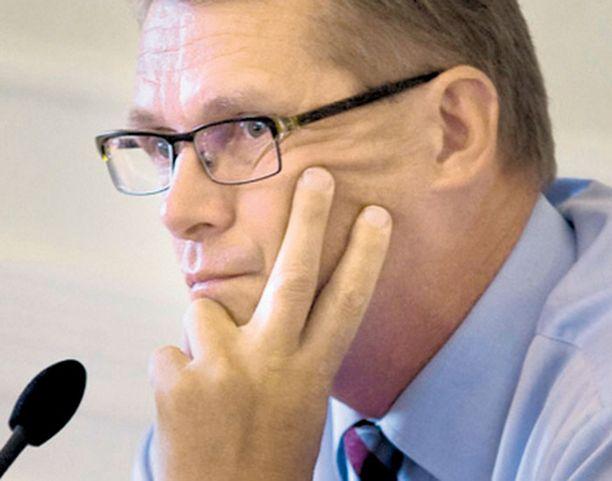 Pääministeri Matti Vanhasta on syytetty passiivisuudesta. Vanhaan aikaan hoitajakriisin kaltaisissa tilanteissa apuun huudettiin yleensä presidenttiä. Nyt pääministeri on avaintekijä.