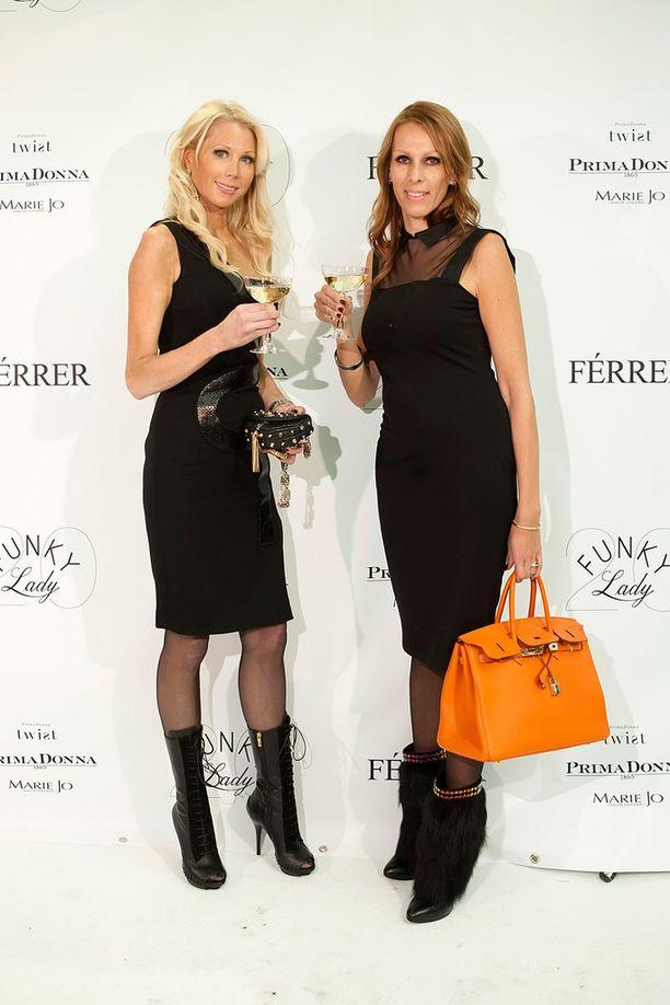Maria Alasen ja Nina Grekinin seikkailuja Marbellassa seurattiin tositv-ohjelmassa vuonna 2010.