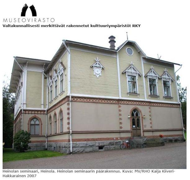 Heinolan Seminaarin päärakennus.