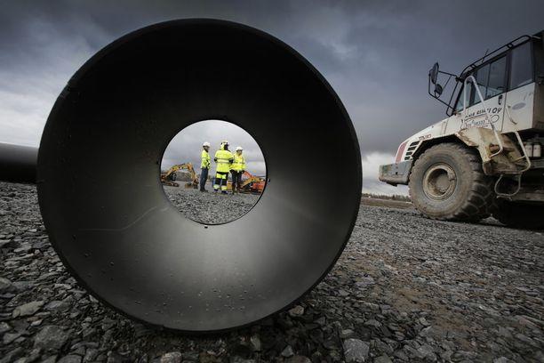 Ydinvoimalatyömaa on jo käynnissä Pyhäjoella. Kuva vuodelta 2016.