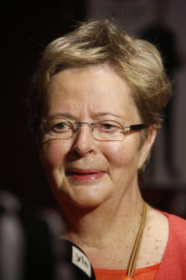Liisa Jaakonsaari (sd) sanoo, että ulkoministeri Timo Soini (ps) poikkeaa Suomen hallituksen linjalta.