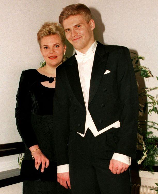ERO Vuonna 1997 Ari ja Maarit Sulander juhlivat Suomen itsenäisyyttä Linnan juhlissa.aa