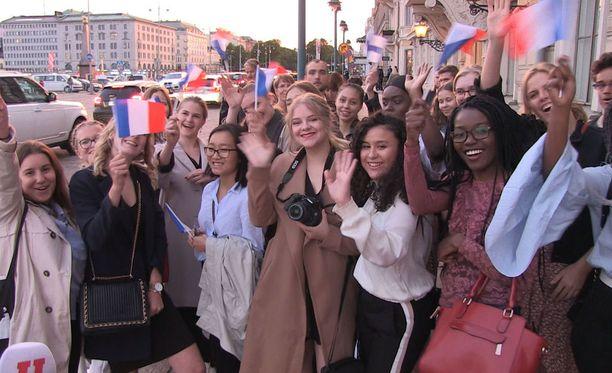 Helsingin ranskalais-suomalaisen koulun oppilaat pääsivät tapaamaan Ranskan presidenttiparia.