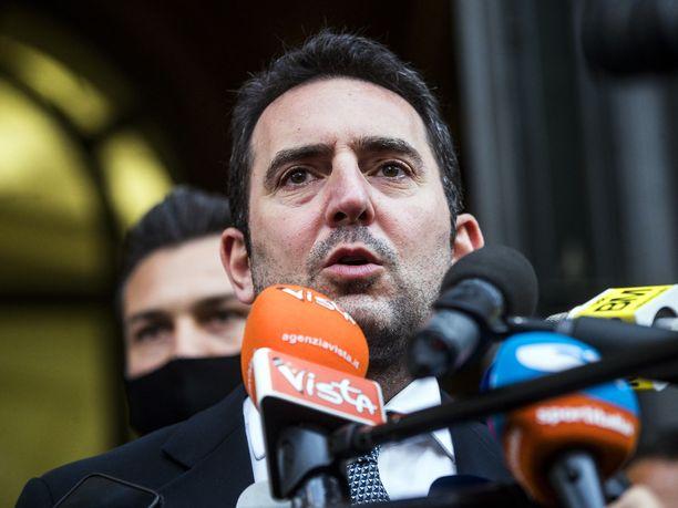 Urheiluministeri Vincenzo Spadafora kertoi torstaina toimittajille tapaamisesta jalkapalloliiton johdon kanssa.
