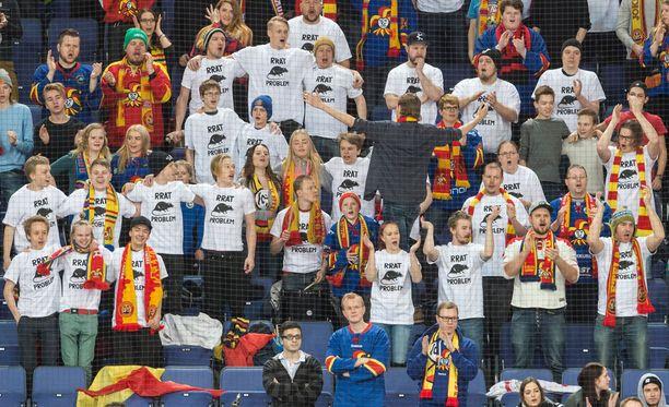 Joidenkin Jokerien kannattajien sunnuntain Torpedo-pelissä käyttämät t-paidat tulkitaan KHL:n toimistossa sääntöjen vastaisiksi.
